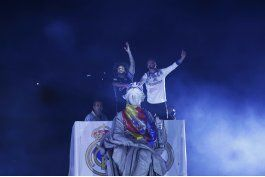 real madrid festeja con aficionados su titulo de liga