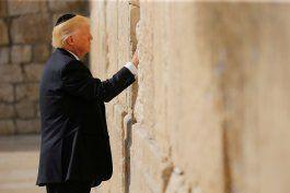 trump, primer presidente de eeuu en ejercicio en visitar el muro de las lamentaciones
