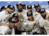 warriors barren a spurs, imponen record y estan en la final
