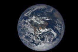 ¿que son los extranos destellos de luz que se observan en la tierra desde el espacio?