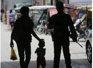 hombres armados toman 14 rehenes en asedio a ciudad filipina