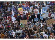 manifestantes reciben a trump en belgica