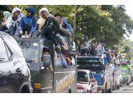 tropas filipinas atacan ciudad tomada por extremistas