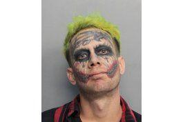 arrestan al ?joker? por apuntar pistola a automovilistas
