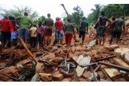91 muertos, 110 desaparecidos en aludes en sri lanka