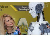 disenador frances presenta robot humanoide armable