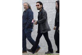 brad pitt y pharrell asisten al funeral de chris cornell