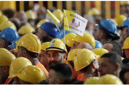 el papa denuncia a especuladores en un encuentro con obreros