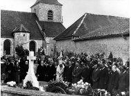 vandalizan la tumba de de gaulle; consternacion en francia