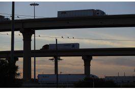 mexico reanuda operaciones en puente fronterizo clave