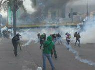 venezolanos vivieron otro dia de brutal represion durante un nuevo intento de marchar a la defensoria del pueblo