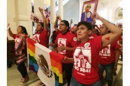 texas: activistas migratorios interrumpen sesion legislativa