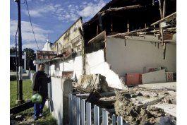 fuerte sismo en indonesia deja 3 heridos y dana inmuebles