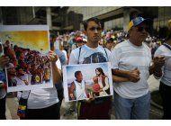 venezuela: joven artista encuentra inspiracion en protestas