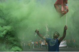 huelga de empleados municipales en grecia causa estragos