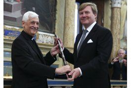 reyes holandeses regresan del vaticano con reliquia