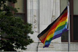 protestas por discriminacion en festejos del orgullo gay