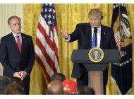 trump promulga ley para mejorar la agencia de veteranos