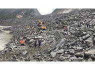 china: mas de 120 personas estarian enterradas tras deslave