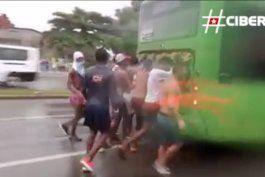 la peligrosa diversion de los jovenes cubanos: coger cajita