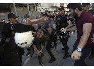 policia impide que miembros de lgbti marchen en estambul
