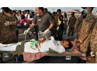 lider paquistani cancela viaje tras explosion de camion