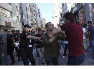 detienen 44 manifestantes en marcha pro-lgtb en estambul