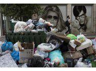 grecia: ola de calor se combina con pilas de basura