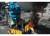 venezuela: helicoptero dispara contra tribunal y ministerio