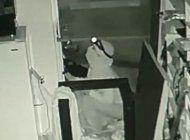 ladrones robaron unos 30 mil dolares de mercancia de una tienda de electronicos