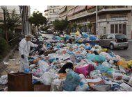 recolectores de basura en hulega protestan en atenas