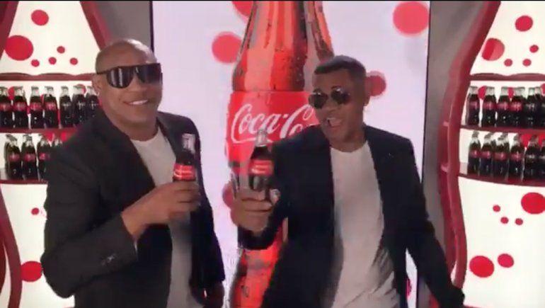 Gente de Zona tiene ya su propia botella de Coca-Cola con una etiqueta personalizada