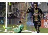 sapong llega a 10 goles; union arrolla a crew