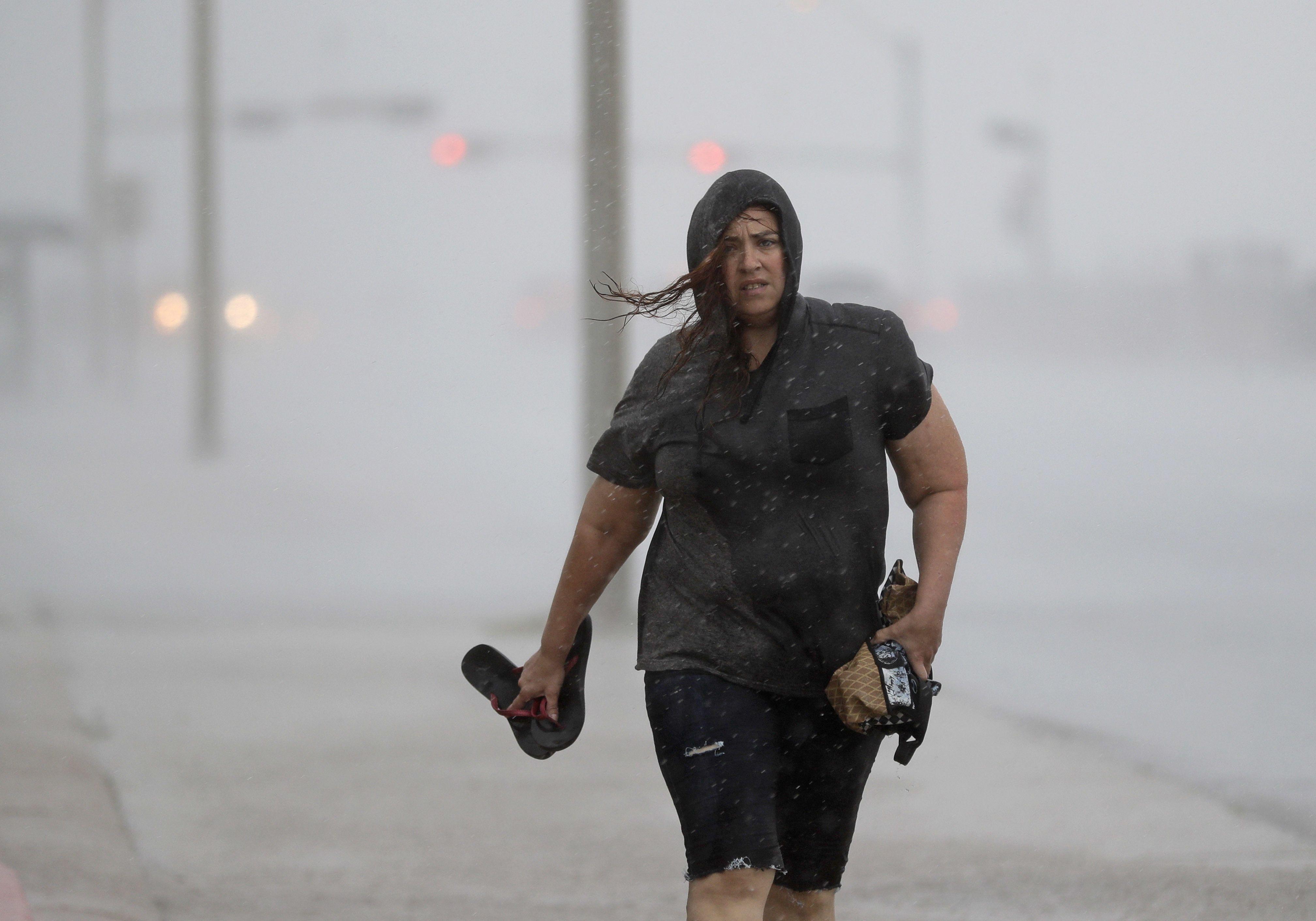 LO ÚLTIMO: Huracán Harvey toca tierra en costa de Texas