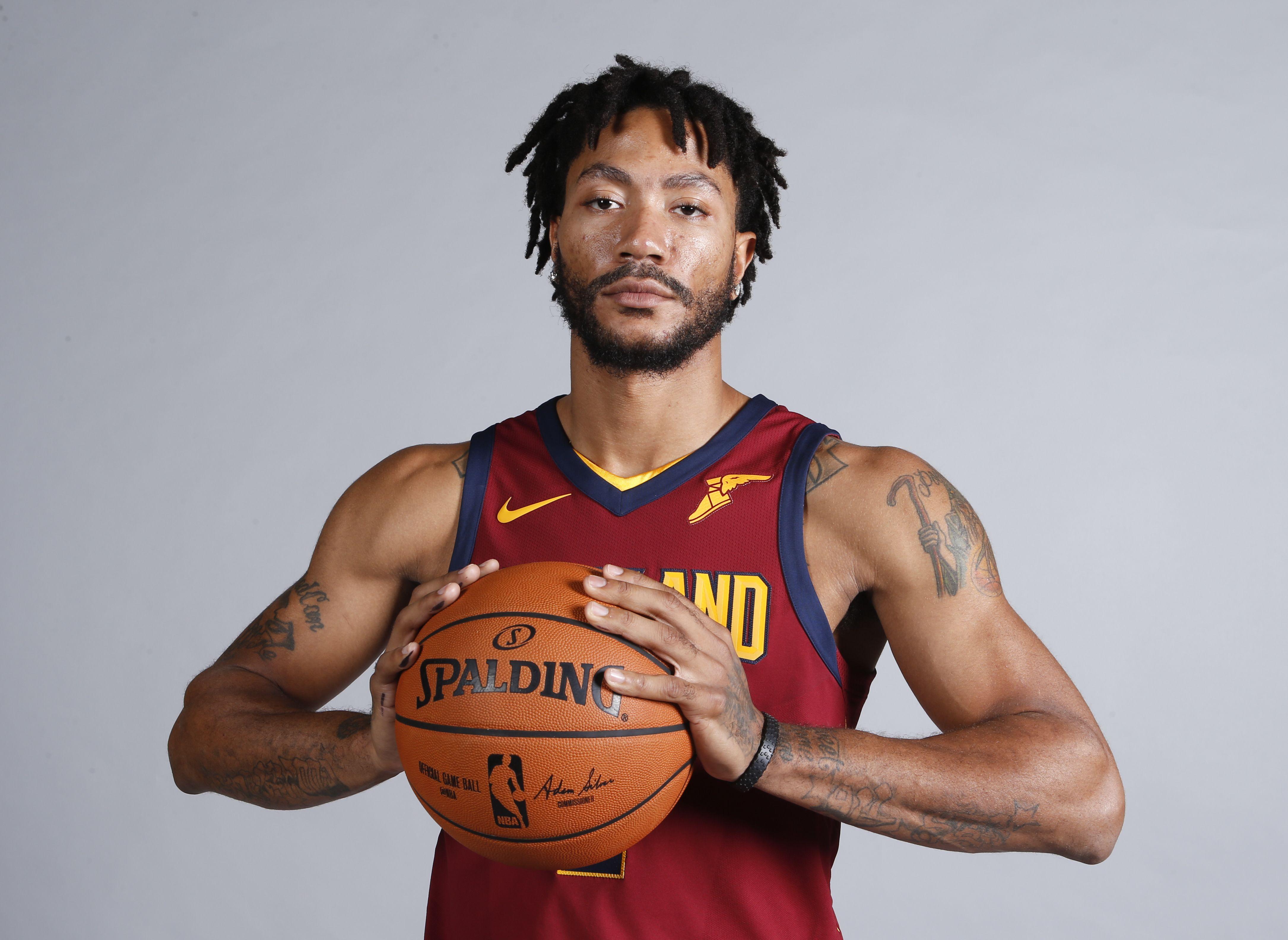 Rose regresa a Cavaliers para reanudar rehabilitación