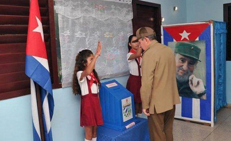 El dictador Raúl Castro vota por última vez como jefe del Gobierno