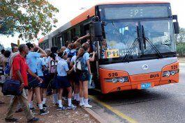 choferes de guaguas renuncian por bajos salarios; agudizan crisis del transporte