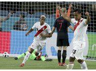 peru derrota 2-0 a croacia y suma credito para el mundial