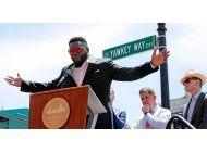 calle en fenway park cambiara de nombre por pasado racista
