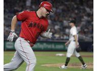 trout consigue 5 hits; angelinos doblegan a yanquis