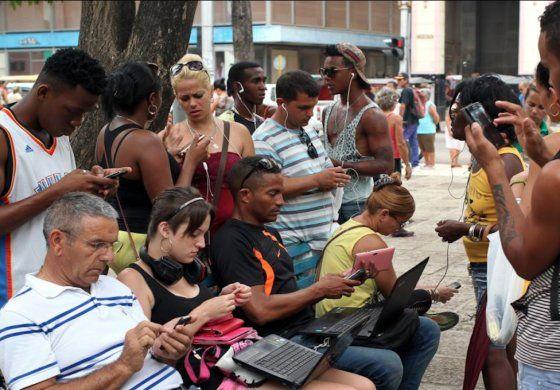 Cuba inicia implementación de Internet en los móviles