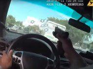 video: un policia dispara a traves del parabrisas en una persecucion de sospechosos armados