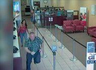 arrestan a sospechoso de robar a una mujer dentro de en wellsfargo en miami