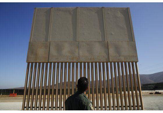 EEUU: Plan incluiría $5.000 millones para muro fronterizo