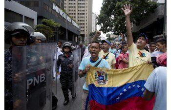Venezuela: Capriles llama a la oposición a reorganizarse