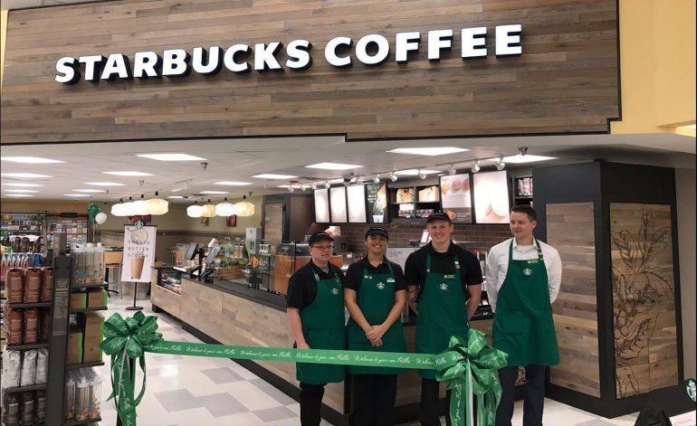Miamenses, ir al supermercado ahora pudiera incluir un café de Starbucks