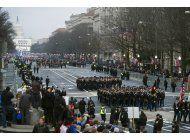 trump dice que cancela desfile militar debido al costo