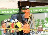 comienzan las labores para remover el  autobus accidentado en  edificio del pequeno haiti