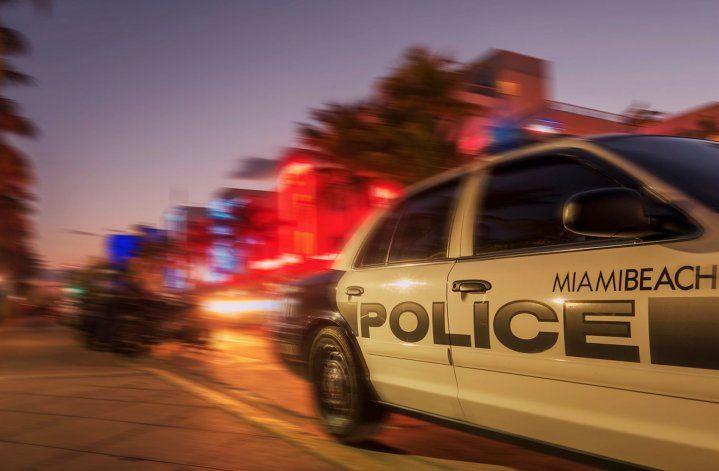 Una persona manejando un BMW atropelló a cuatro peatones en Miami Beach y se da a la fuga