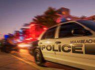 una persona manejando un bmw atropello a cuatro peatones en miami beach y se da a la fuga